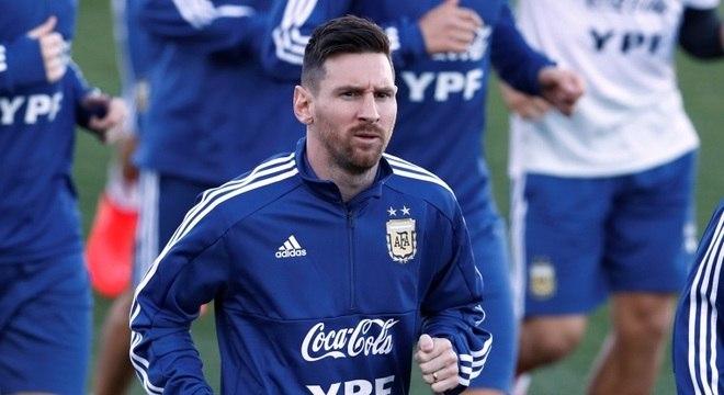 Messi foi comparado ao cantor Carlos Gardel na grande área