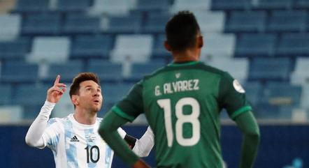 Messi fez um de pênalti e um de cavadinha
