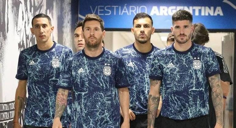 Argentinos que haviam sido barrados pela Anvisa chegaram normalmente ao estádio
