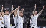 Ao lado dos companheiros, Messi chamou a participação dos torcedores argentinos para comemorar a conquista da Copa América, primeiro título da Argentina desde 1993!