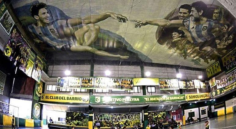 Os argentinos homenageiam os seus grandes ídolos. Maradona e Messi