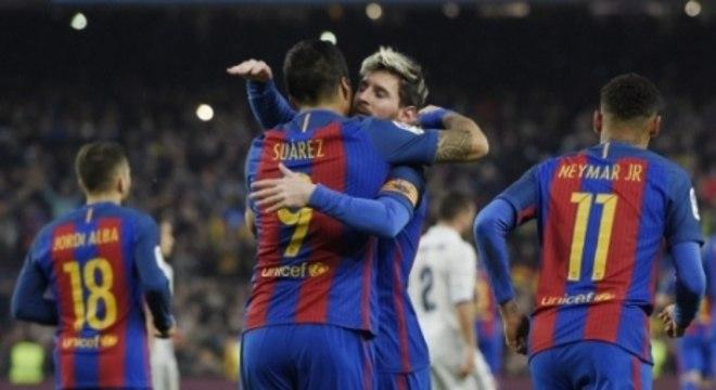 Messi e Suárez comemoram