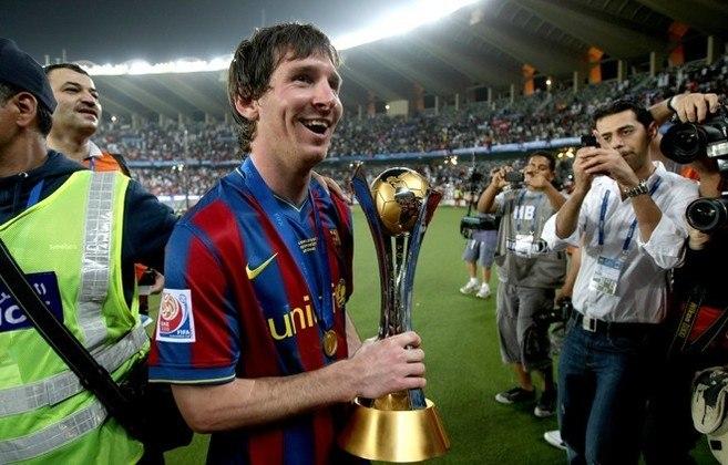 Messi foi integrado ao time principal do Barcelona na temporada 2003-2004, e estreou um ano depois, com dezessete anos. É considerado um dos maiores jogadores da história, mas ainda não ganhou títulos na seleção argentina. Foi eleito seis vezes melhor jogador do mundo.