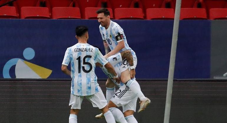 Messi deu passe açucarado para Lautaro fazer o gol da Argentina no jogo