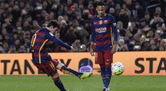 Messi marcou quase 500 gols de canhota