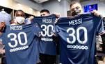 A decisão sobre o número foi tomada ainda ontem. O argentino tinha opção de usar a 10, oferecida por Neymar, mas recusou