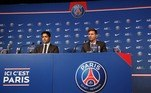 Ao lado do presidente do clube francês,Nasser Al-Khelaïfi, Messi disse estar muito feliz com o novo clube e já projetou a parceria com Neymar e Mbappé