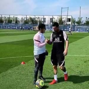 Messi treinou no Camp des Loges
