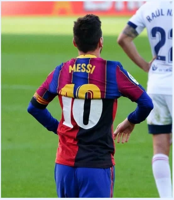 A simbiose perfeita. Homenagem espetacular de Messi a Maradona