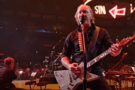 Metallica tocando com a Sinfônica de São Francisco