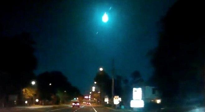 Diversos moradores gravaram a queda do meteoro