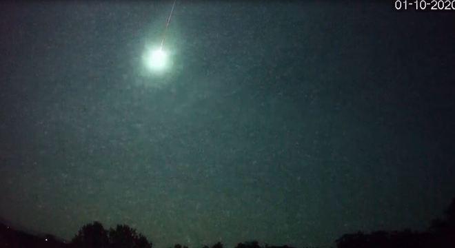 Momento exato da entrada do meteoro na atmosfera e depois vem o clarão