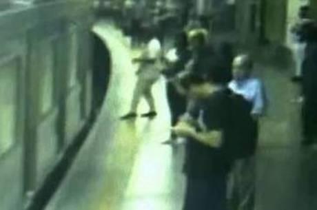 Homem empurrou mulher em trilho do metrô
