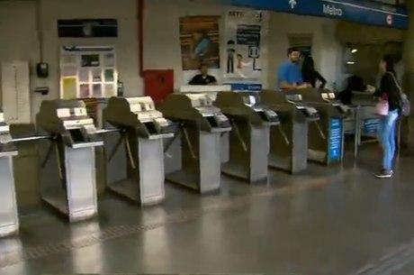 Metrô adequa horários à demanda de passageiros