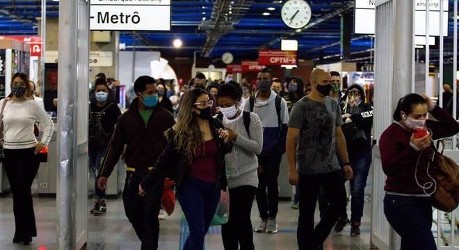 Metrô de SP abre licitação para uso de espaços comerciais nas estações