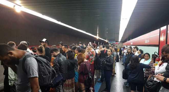 Usuários lotaram a estação Santa Cecília aguardando a normalização da operação