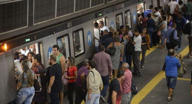 Metrô é um dos transportes mais usados na capital fluminense