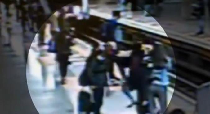Homem tenta empurrar mulher nos trilhos do Metrô de SP