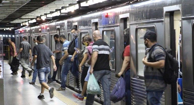 Frota de trens será reforçada entre 10 horas e 13 horas para atender os estudantes