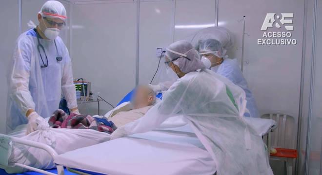 Documentário retrata rotina de atendimento dos pacientes com covid-19