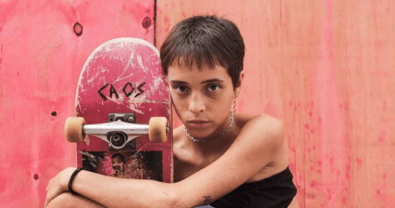 Meu Nome é Bagdá (2020): o longa brasileiro acompanha uma jovem de 17 anos da periferia de São Paulo. Bagdá anda de skate com um grupo de meninos skatistas do bairro até que, finalmente, encontra um grupo de meninas skatistas, e vê a vida mudar completamente