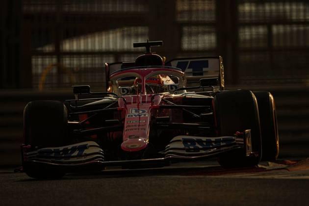 Mexicano se despediu da equipe com problema de motor nas voltas iniciais.