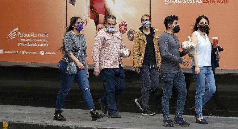 Cidade do México vai ampliar vacinação aos jovens de 18 a 29 anos
