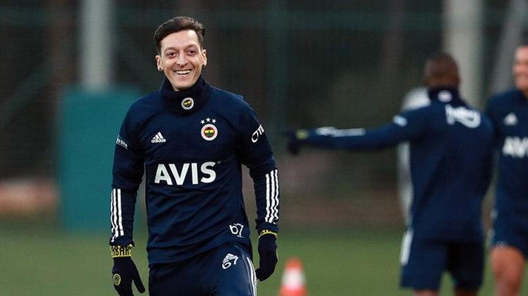 Mezut Özil (titular): Muito abaixo do que mMezut Özil (titular): Muito abaixo do que mostrou quando foi campeão do mundo, Özil está hoje no Fenerbahçe e não é mais chamado para defender a seleção alemã após cair muito de rendimento.ostrou quando foi campeão do mundo, Ozil está hoje no Fenerbahçe e não é mais chamado para defender a seleção alemã após cair muito de rendimento.