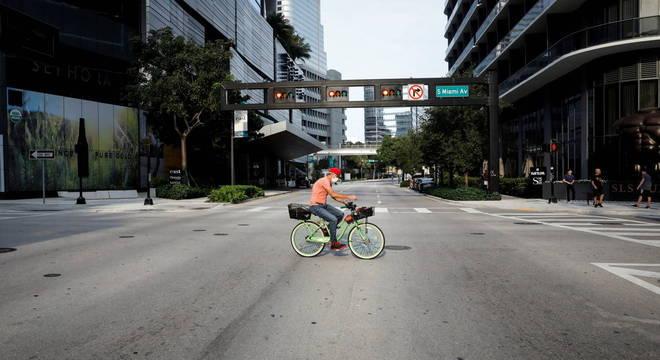 O condado de Miami-Dade anunciou a volta do toque de recolher