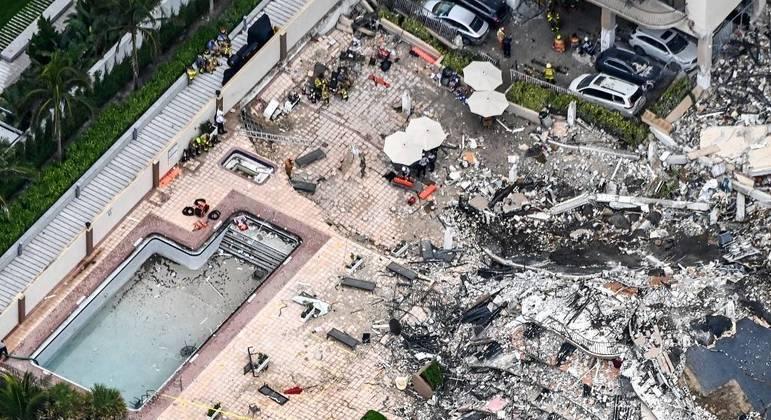 Equipes já retiraram 64 vítimas dos escombros do prédio que desabou
