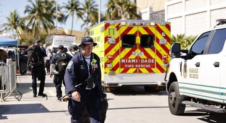 Equipes de resgate suspenderam o trabalho na tarde deste sábado