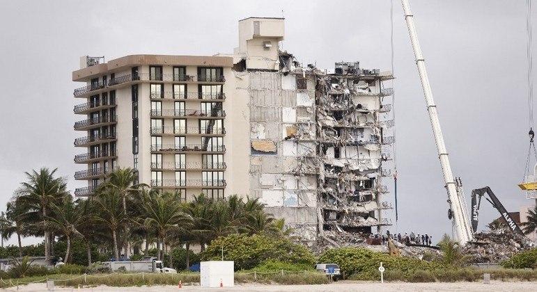 Danos na fundação do edifício podem ter causado a queda, diz professor