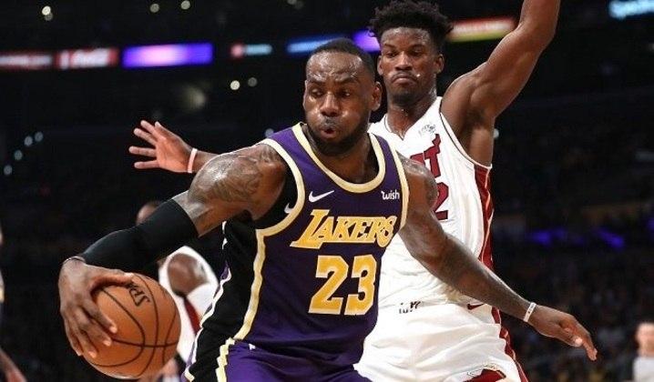 Miami Heat e Los Angeles Lakers farão uma final inédita na NBA. Apesar de ter conquistado apenas a quinta melhor campanha na conferência Leste, o time da Flórida teve a maior evolução na pós-temporada, mesmo com um elenco jovem. Já a tradicional equipe de Los Angeles chega para tentar confirmar o favoritismo e alcançar o 17º título da história da franquia. (Por Jumper Brasil)