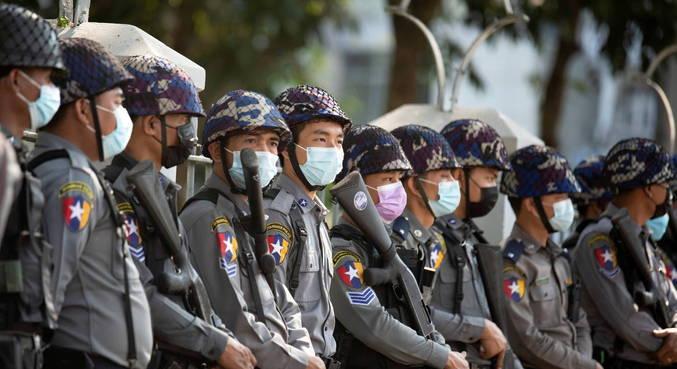 Em Mianmar, militares bloqueiam acesso ao Facebook