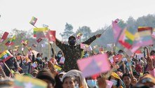 Jovens de Mianmar se organizam on-line e protestam contra militares