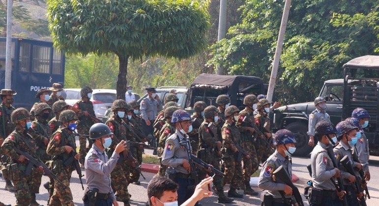 Militares de Mianmar libertam 23 mil presos nesta sexta-feira (12)