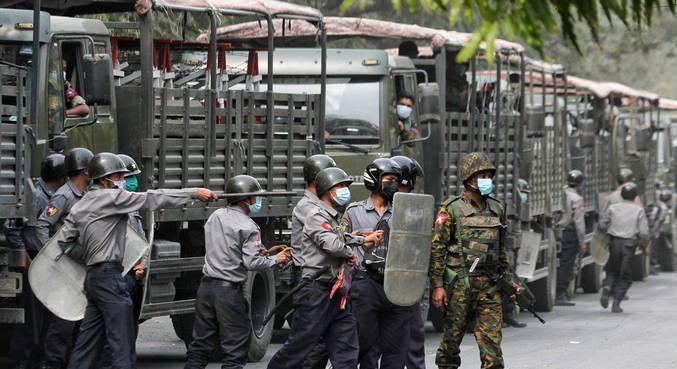 Número de mortos por repressão policial em Mianmar chega a 8