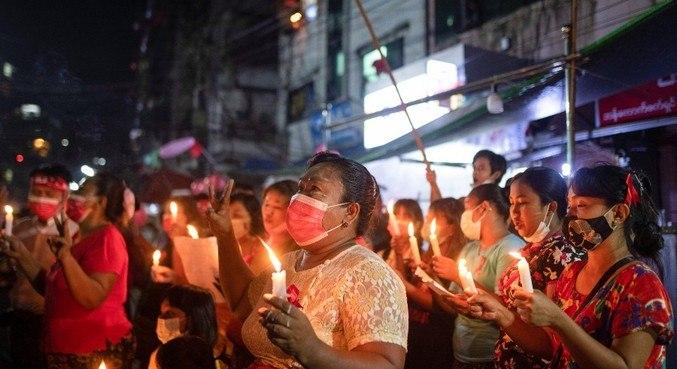 População tem usado redes sociais para marcar protestos contra o golpe