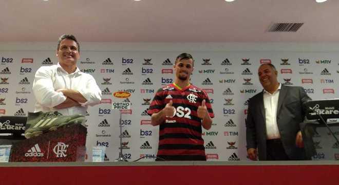 Flamengo apresenta Michael, a revelação de 2019. Time cada vez mais forte