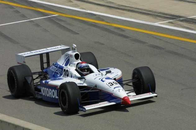 Michael Andretti já era veterano e até mesmo campeão da Indy quando aceitou o desafio de correr na F1 em 1993, pela McLaren. Fracassou, foi trocado, voltou à Indy e correu em tempo integral até 2002. Abandonou o esporte a motor de vez só em 2007 e segue como dono de equipe