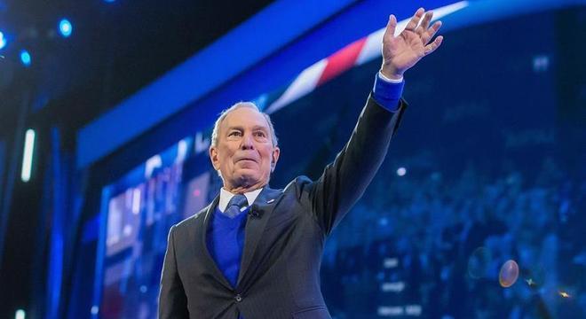 Ex-prefeito de Nova York, Michael Bloomberg é processado por pagar multas de ex-detentos