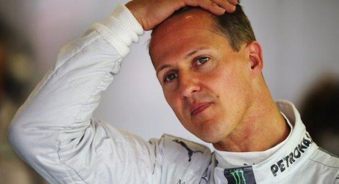 Michael Schumacher foi colocado em coma induzido após um grave acidente de esqui