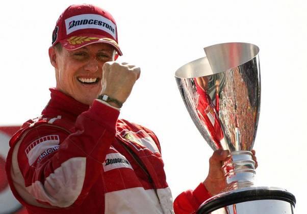 Michael Schumacher está desde 2013 tentando recuperar-se de um acidente de esqui. Pouco se sabe sobre sua real condição de saúde, mas impossível não lembrar de suas inúmeras conquistas na Fórmula 1. Ele disse adeus às pistas pela primeira vez em 2009, mas voltou a pilotar no ano seguinte pela Mercedes, onde ficou por três temporadas.