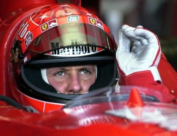 Sem aparições públicas desde o grave acidente de esqui sofrido em dezembro de 2013, Michael Schumacher deve passar por mais um procedimento cirúrgico. De acordo com o jornal italiano Contro Copertino, o ex-piloto vai passar por uma transfusão de células cardíacas
