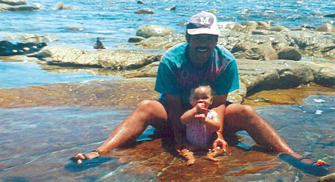 Miché, então com oito meses, com Michael, que acreditava ser seu pai biológico: 'Ele foi minha rocha, meu herói, meu exemplo'