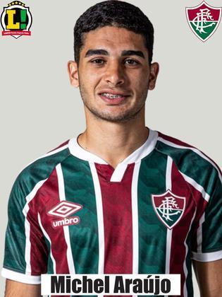 Michel Araújo - 5,5 - Teve alguns lampejos durante a partida, principalmente no primeiro tempo, puxando contra-ataques, mas foi pouco efetivo.