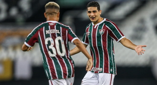 Michel Araújo fez o único gol do jogo, após sair do banco de reservas