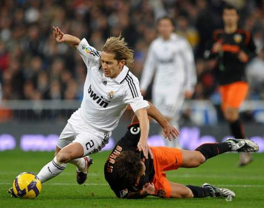 Michel Salgado - Defendendo as cores do Real Madrid, o lateral-direito Michel Salgado atuou em 341 jogos ao lado de Casillas.