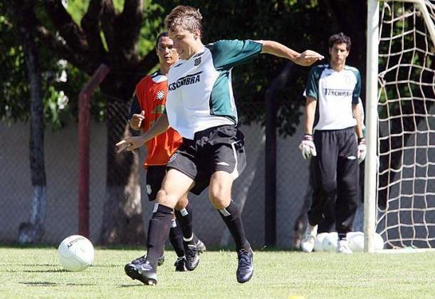 Michel Schmöller (Figueirense): o volante catarinense fez a sua estreia no time profissional com apenas 16 anos e nove meses, rodando por outros clubes da região Sul do Brasil, até chegar ao Pelotas, clube que defende atualmente