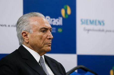 Governo brasileiro estuda retaliação à sobretaxa